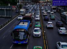哈尔滨市交警部门集中销毁无路权涉案车